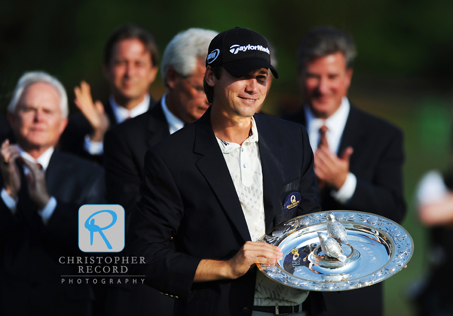 2009 Quail Hollow Championship winner Sean O'Hair receives his trophy