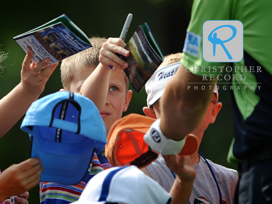 Young fans work hard to get Padraig Harrington's autograph