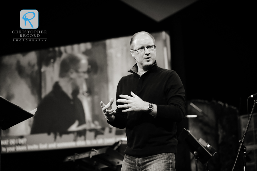 Lake Forest lead pastor Mike Moses leads the Hope in a House of Blues series