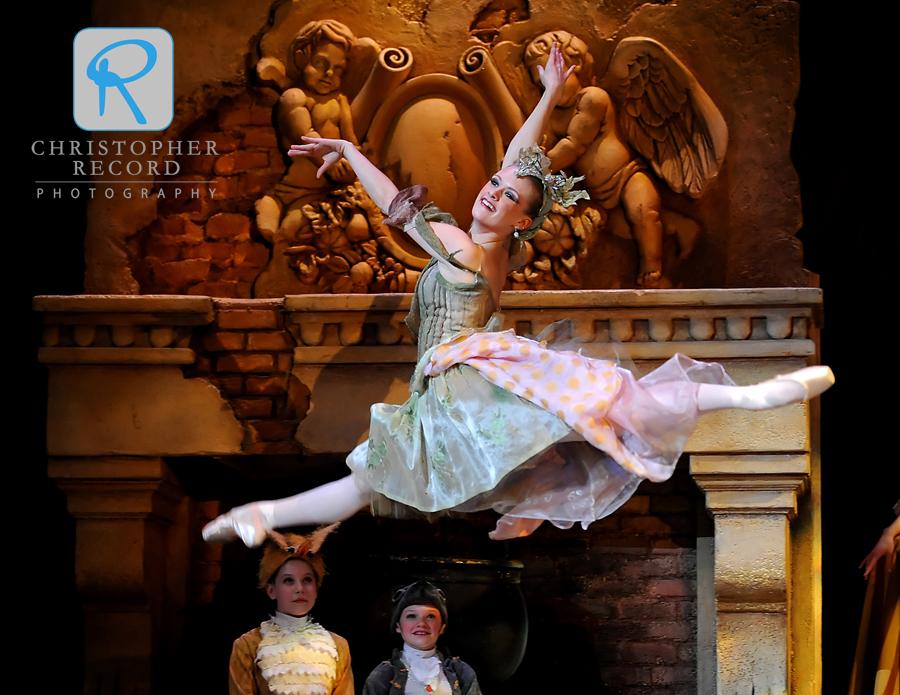 Sara Hayes Watson soars