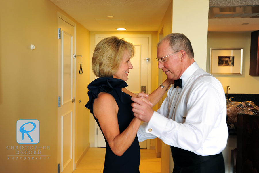 Brad's parents sharpen their dancing skills in the hotel