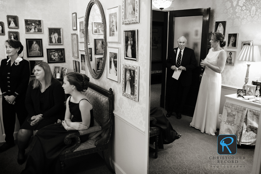 Gretchen waits with her father, stepmother, sister and daughter before the wedding at First Presbyterian Church