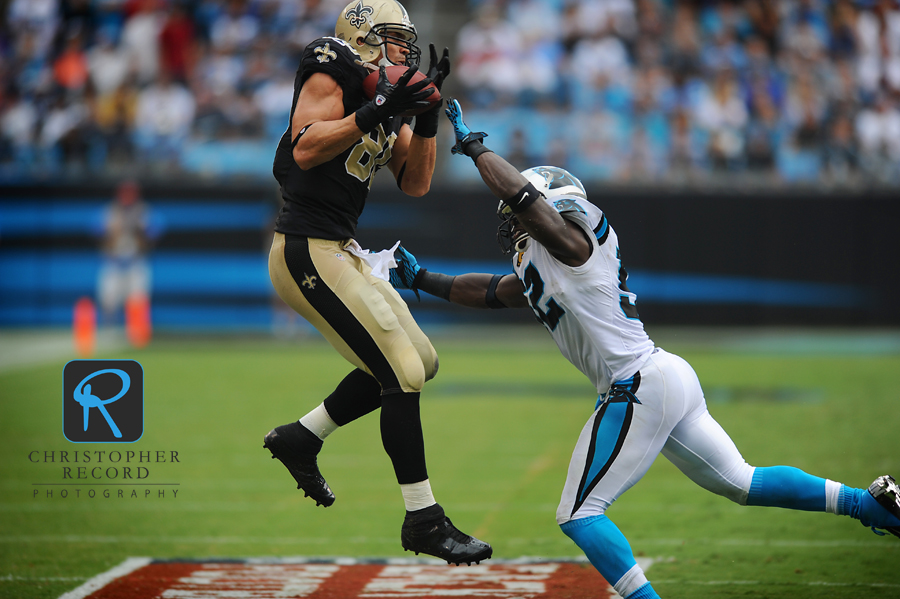 Saint Jimmy Graham hauls in a pass with Jon Beason in pursuit