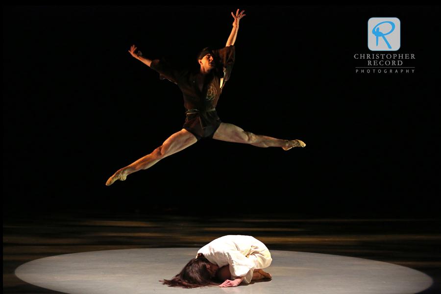 Naseeb Culpepper leaps above Jamie Dee