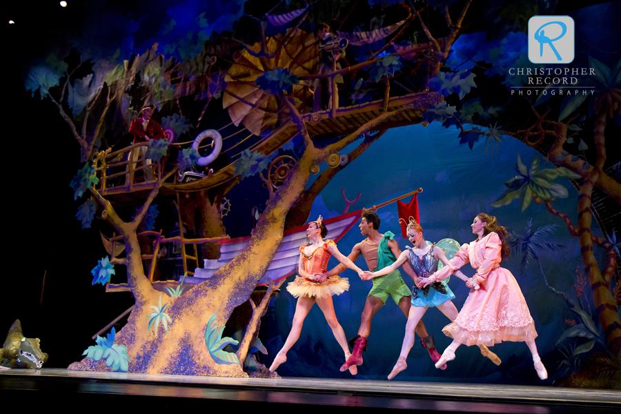 Melissa Anduiza, Pete Walker, Sarah Hayes Watson and Jamie Dee on the beautiful set