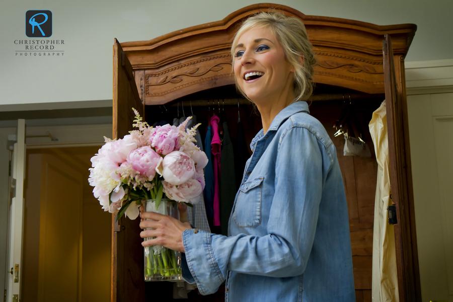 Austin checks her bouquet