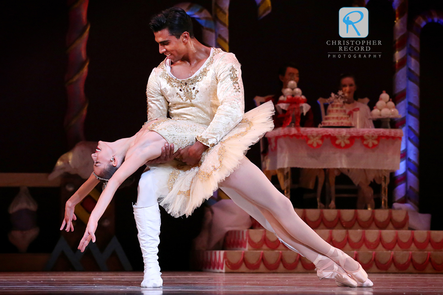 Anna Gerberich and Pete Leo Walker in Charlotte Ballet's Nutcracker