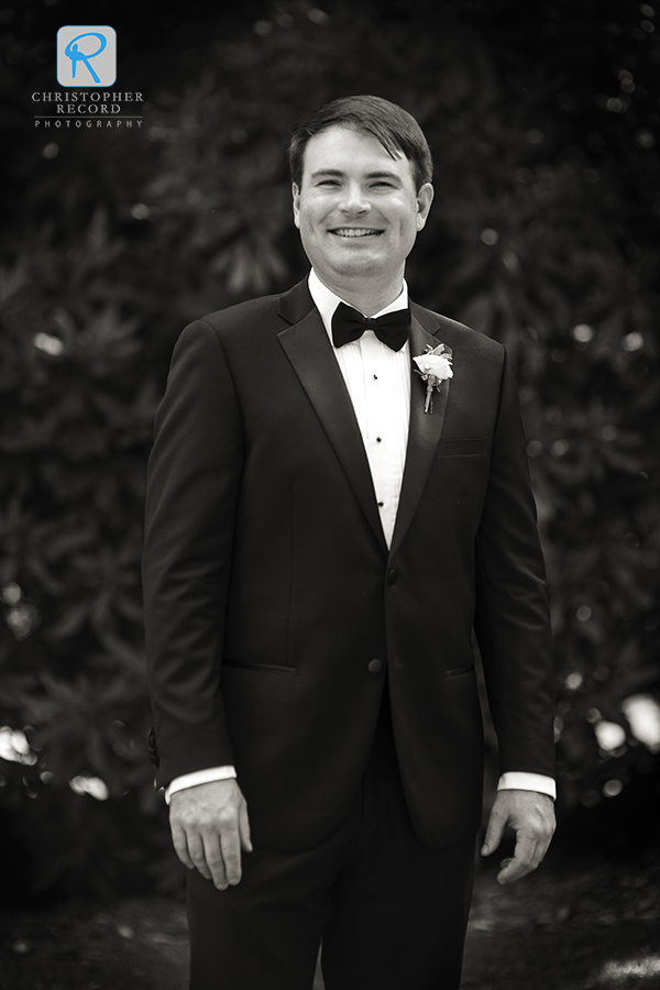 A portrait of the groom from Laura